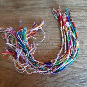 stoffen enkelbandje in regenboog kleuren