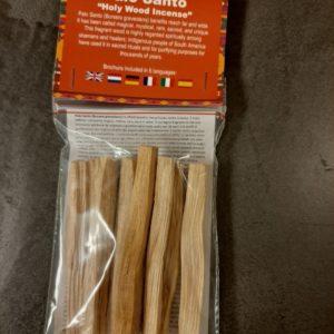 heilig hout. Het hout wordt beschouwd als magisch, zeldzaam, heilig en uniek