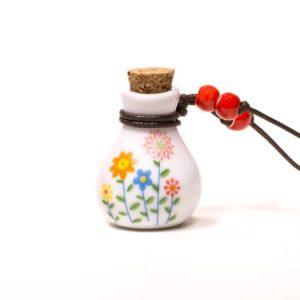klein kruikje met kurk dop waarin je eterische olie kunt druppelen waardoor je de geur in bijv je auto, kledingkast of slaapkamer kunt verspreiden