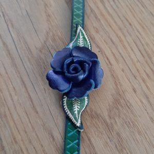 leren haarband groen met blauwe roos