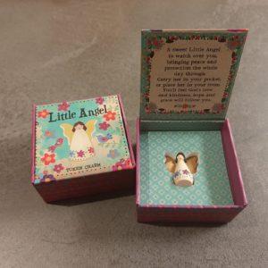 klein lief doosje met daarin een engelen beeldje