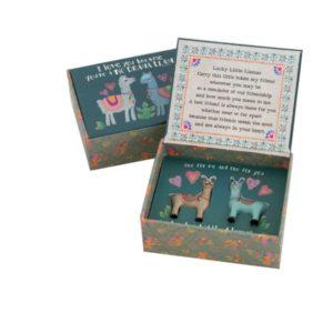 lucky little tokens set lama. klein doosje met lama beeldjes erin