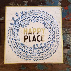 wall art met blauwe elementen met gouden tekst happy place