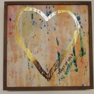 wall art met gouden hart en tekst: heart of gold