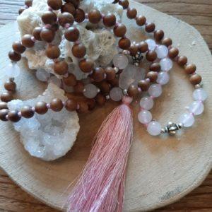 Mala met bruine kralen en rozekwarts stenen