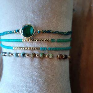 armbandjes set van 4 met kleur blauw turquoise en groen met kleine kraaltjes