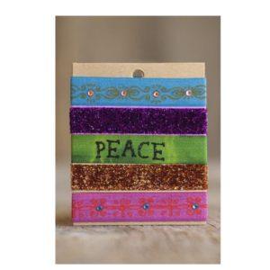 armbanden enof haarbanden verschillende kleuren:roze,gou glitter, groen met de tekst peace, paars glitter en blauw met goud patroontje