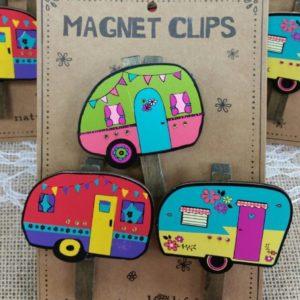 Per 3 verpakt, happy camper op knijper met magneet