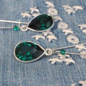 Stijl je kleding af met deze mooie oorbellen met Swarovski Elements in de kleur emerald groen.