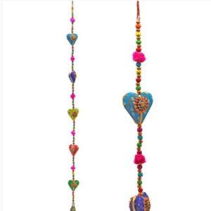 decoratie slinger met 5 hartjes en een belletje in allerleu vrolijke kleurtjes