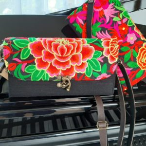 cross body purse in kleur met roze en paars en oranje