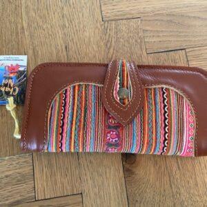 lederen bruine portemonnee met veel kleurtjes gestreept patroon met glitters