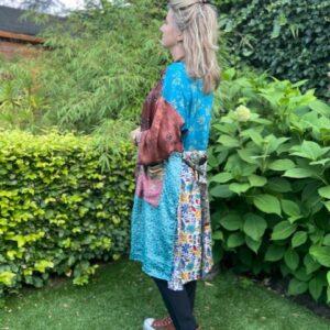 zijde kimono met strikceintuur in de kleur blauw met bruin