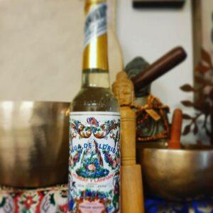 flesje gevuld met aqua de florida met een mooie print erop met bloemen