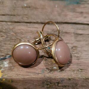 gouden ronde oorbellen met ronde zalmkleurige steen