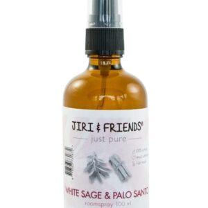 spray flesje van bruin glas met etiket met daarop de naam: white sage and palo santo
