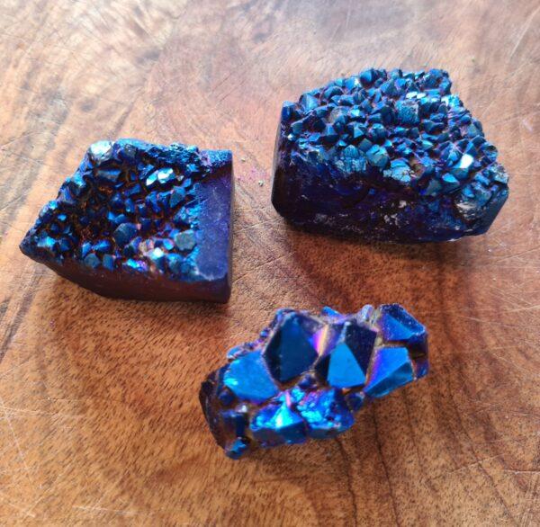 robuuste steen in verschillende kleuren (regenboog)