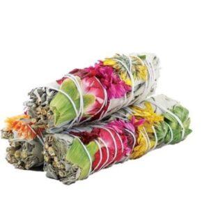 wittte salie omwikkeld met kleurrijke bloemen
