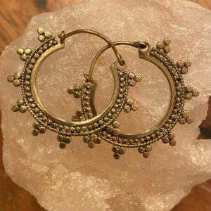 gouden ronde oorbellen met puntjes
