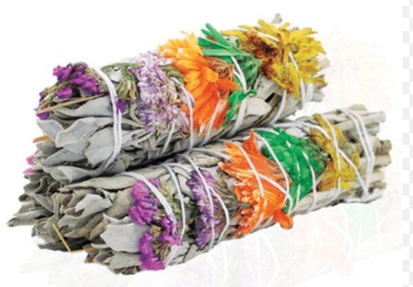 witte salie gebundeld met prachtige gekleurde bloemen in de kleiren oranje geel groen en paars