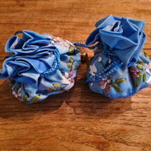 edelsteen buidel in de kleur blauw met mooie afwerkingen