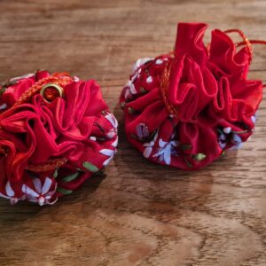 Edelsteen buidel in de kleur rood met mooie afwerkingen