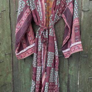 super mooie lange kimono in de kleur paars roze en aubergine