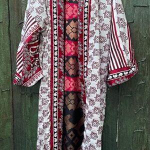 super mooie lange witte kimono met rode tinten