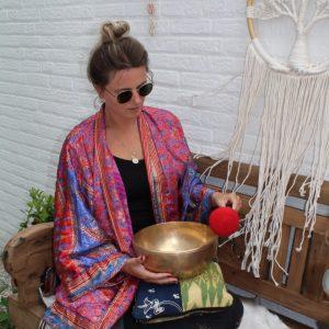 kimono in de kleur paars met blauw en rood inclusief bijpassende riem