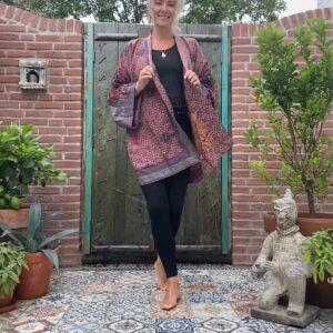 kimono zijde in de kleuren aardetinten. veel paars en aubergine aan 2 kanten te ragen
