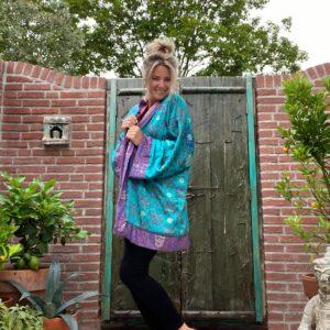 korte zijden kimono in de leuren paars blauw