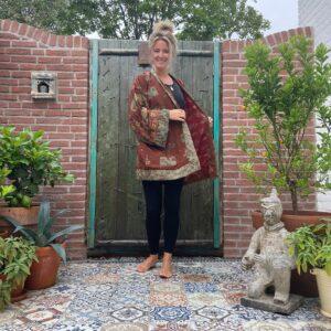 korte zijden kimono in de kleur bruin met groen
