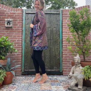 korte zijden kimono in blauw en paars en donkerblauw