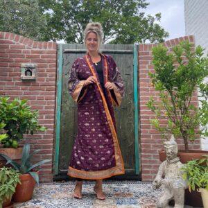 lange zijden kimono in de kleur aubergine en oranje
